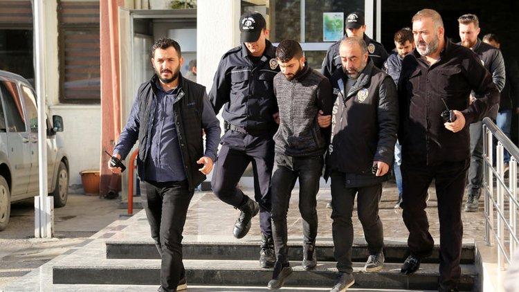 Mersin'de üniversite öğrencisi Zelal Topçul'u bindiği minibüsten kaçırdıkları iddiasıyla yakalanan 5 şüpheli, tutuklandı.