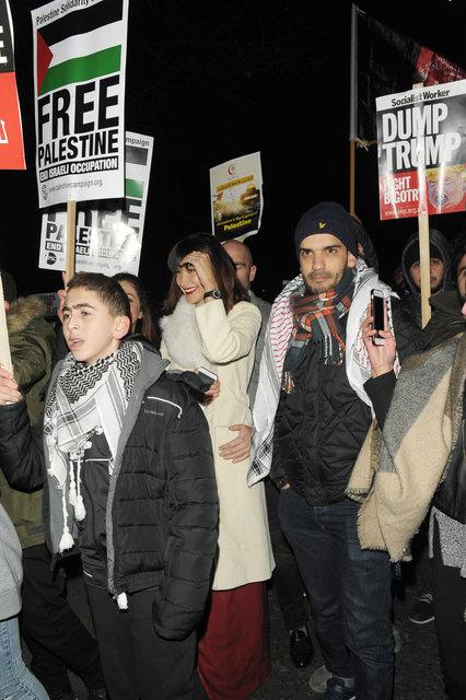 Bella Hadid, ABD Başkanı Donald John Trump'ı protesto gösterisinde!