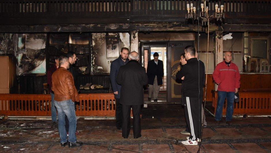 Çanakkale'de yangın çıkan cami kullanılamaz hale geldi