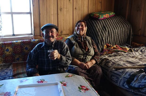 Biri 76 yaşında diğeri 70... Koca köyde sadece ikisi var! Nedeni ise...