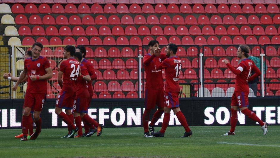 Manisa'da çılgın maç: 2 kırmızı 3 gol!