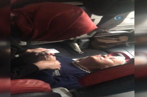 Bakan Kaya'dan uçakta fenalaşan yolcuya müdahale!