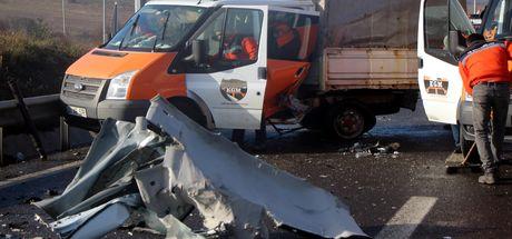 Bolu'da otomobil, Karayolları'nın kamyonetine çarptı: 5 yaralı