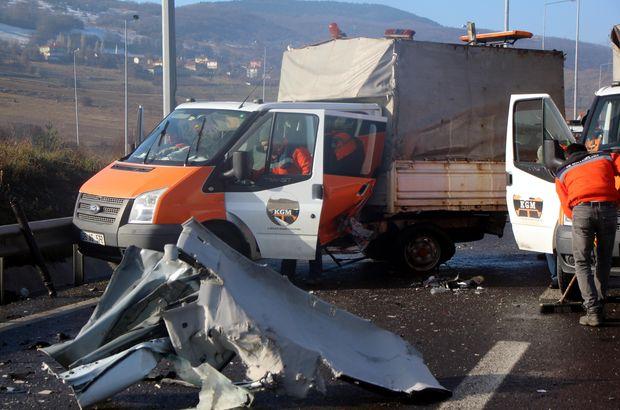 Otomobil Karayolları'nın kamyonetine çarptı: 5 yaralı