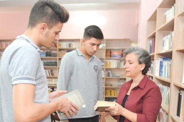 İzmir'de kütüphanede 'kitap anne' ışığı öğretmen