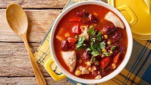 Meksika usulü tavuk çorbası nasıl yapılır?