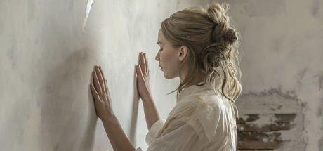 Jennifer Lawrence yeni filmi Burial Rites'ı sosyal medya hesabından duyurdu