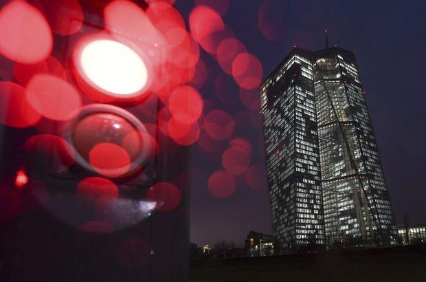 Avrupa Merkez Bankası büyüme ve enflasyon tahminini revize etti