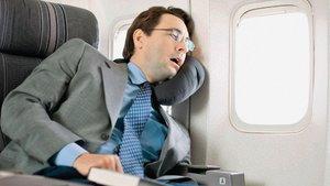 Uçakta iyi uykunun püf noktaları