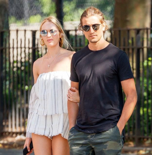 Candice Swanepoel ikinci kez hamile