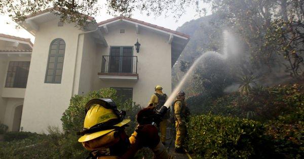 California'daki orman yangını kontrol altına alınmaya çalışılıyor