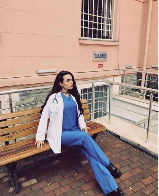 Tıp Fakültesi öğrencisi Berika Demir sosyal medyada fenomen oldu