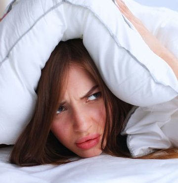 Ortodontik sorunlardan biri de çenelerimizden kaynaklı iskeletsel problemlerdir. Bazı bireylerde geride yerleşmiş alt çene, nefes alma problemlerine ve uyku apnesi denilen uyku sırasında nefes almanın geçici olarak durmasına neden oluşturabilir