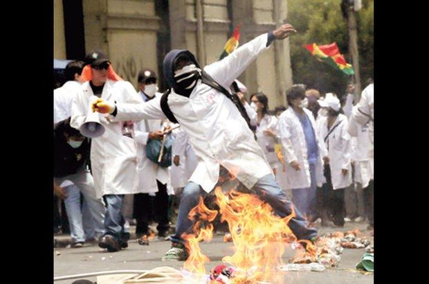 Bolivyalı doktorlar isyanda