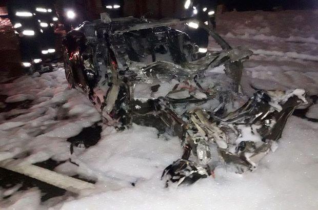 TEM Otoyolu Esenler Atışalanı mevkiinde lüks otomobil alev alev yandı: 1'i ağır 4 yaralı