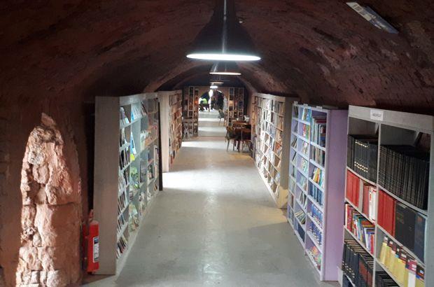 Ankara'da temizlik işçileri çöpten topladıkları 4 bin 20 kitap ile kütüphane kurdular