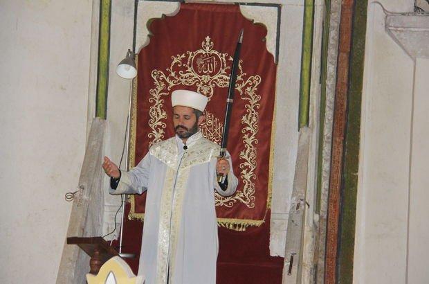 Fatih Sultan Mehmet Han'ın  başlattığı kılıçla hutbe 6 asırdır sürüyor