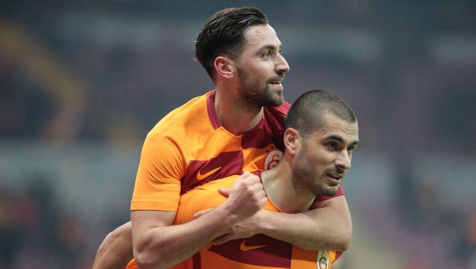 Galatasaray güle oynaya