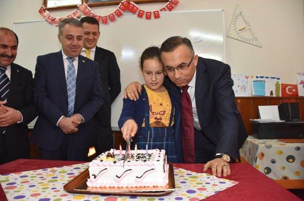 Vali, mektupla davet edildiği doğum gününe katıldı