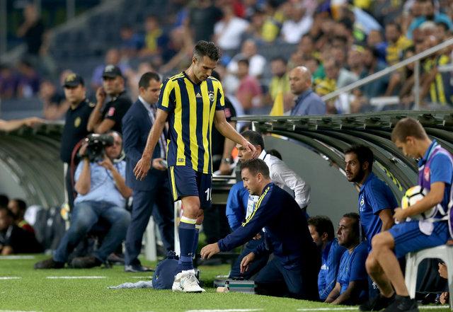 Robin van Persie, Fenerbahçe tesislerinde elektronik sigara içiyor, takım fotoğrafına katılmadı! - Fenerbahçe haberleri