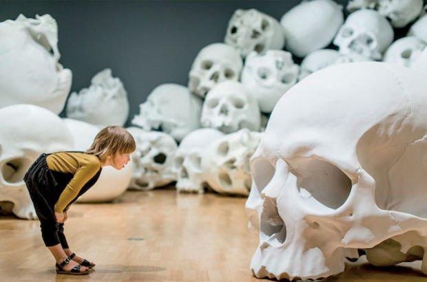 Avustralyalı sanatçının kafatası sergisi ezber bozdu