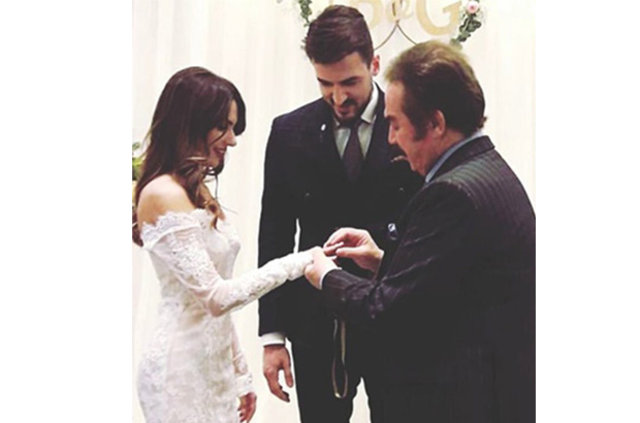 Gurur Aydoğan ile Başak Güröz nişanlandı, Oya Aydoğan'ın oğlu Gurur Aydoğan nişanlandı