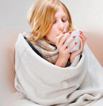 Kış mevsiminde sağlıklı bir bağışıklık sistemi için yapılacaklar var. İyi bir uyku düzeni, bol su ve bitki çayı tüketimi, rafine şekerden uzak durmak, sarımsak tüketmek, çinko içeren besinlerden yardım almak ve hareketi artırmak bunlardan bazıları...