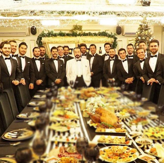 Adnan Oktar'ın yılbaşı partisi sosyal medyayı salladı