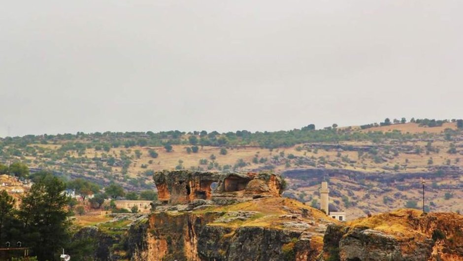 Asur Kalesi Kral Mezarları