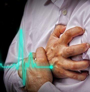 """Kardiyoloji Uzmanı Doç. Dr. Murat Yalçın, """"Birçok enfeksiyonda olduğu gibi gribal enfeksiyonlar da kalp krizini tetikleyebiliyor. Özellikle bilinen kalp damar hastalığı olan veya olma ihtimali yüksek riskli hastalarda gribal enfeksiyonlar sırasında kalp krizi oluşabiliyor"""""""