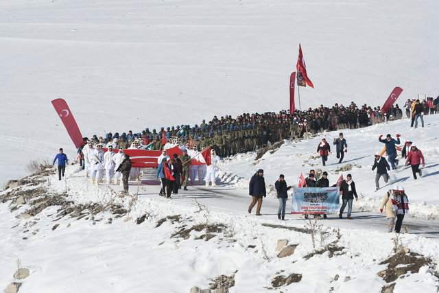 50 bin kişi Sarıkamış Şehitleri için yürüdü
