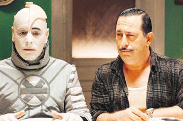 Arif V 216 filminde suç duyurusu şoku! Cem Yılmaz'a 1 milyon liralık teklif de geldi