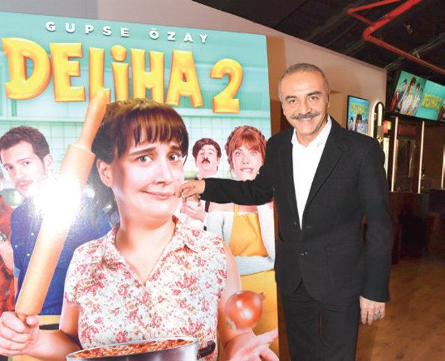 Gupse Özay, 'Deliha 2' filminin galasında ayakta alkışlandı