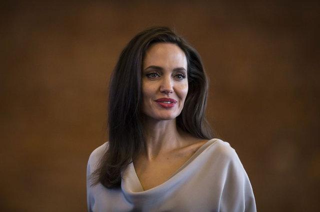 Angelina Jolie, Prach Ly ile aşk mı yaşıyor?