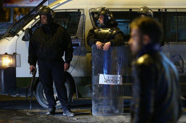 Tunus'ta gösteriler devam ediyor! Asker sokağa indi...