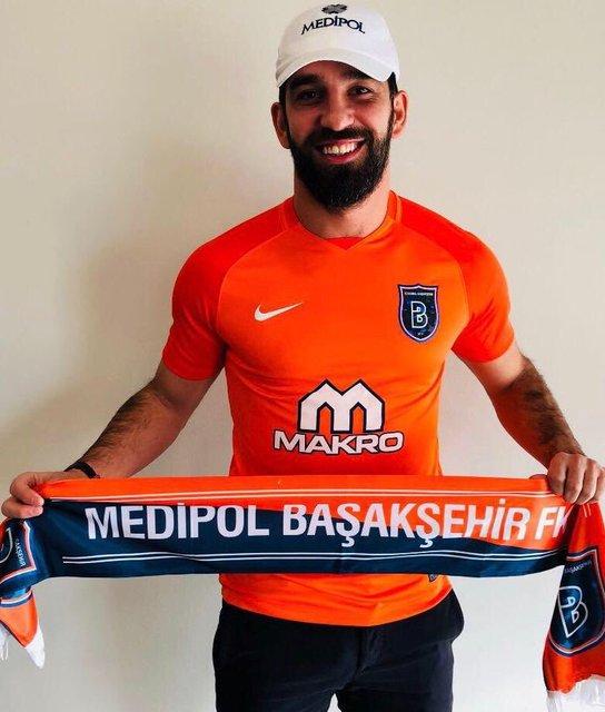 Arda Turan'ın Başakşehir'e transfer olması sosyal medyada kısa sürede gündem oldu