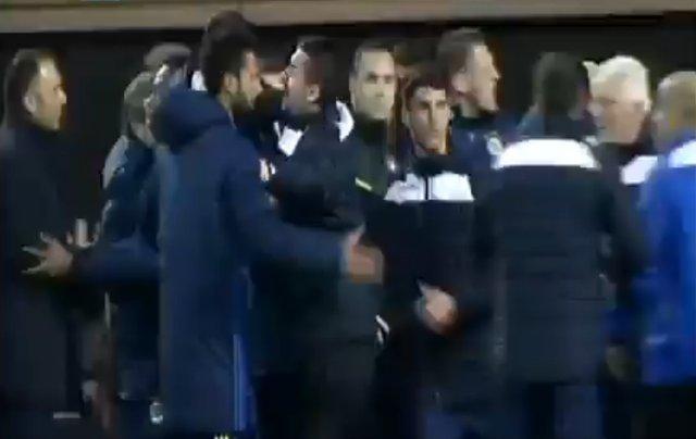 Fenerbahçe Kukesi maçında ne oldu? Neden saha karıştı?