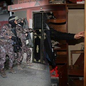 POLİS BİLE ŞAŞIRDI! GİZLİ BÖLMEDEN KADIN ÇIKTI!