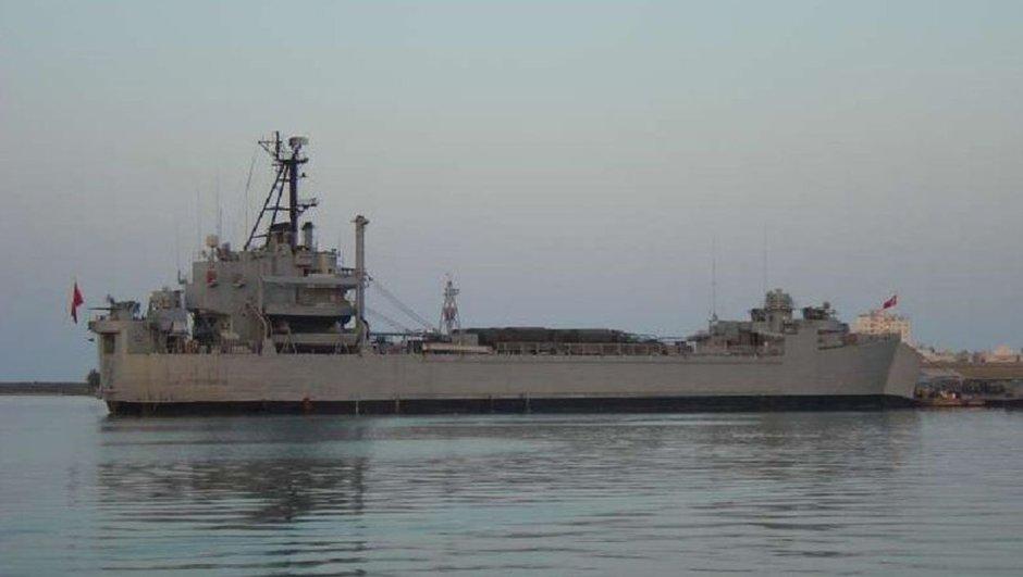 İzmir'de askeri gemide yangın: 11 asker hastaneye kaldırıldı
