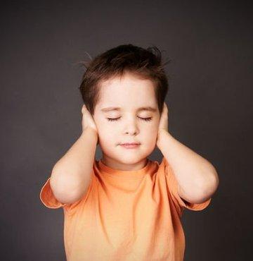Uzmanlar, kepçe kulakla ilgili kötü şakaların gelecekte sosyal bir fobi haline dönüşebileceği konusunda ebeveynleri uyarıyor
