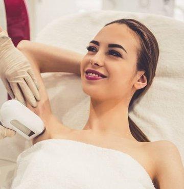 Kadın vücudunun tamamına uygulanabilen lazer epilasyonda en fazla tercih edilen bölgeler koltuk altı, yüz ve bacak bölgeleri... Lazer epilasyon en çok sonbahar ve kış mevsiminde talep görüyor, ancak epilasyon yaptırırken dikkat edilmesi gereken bazı hususlar yok değil...