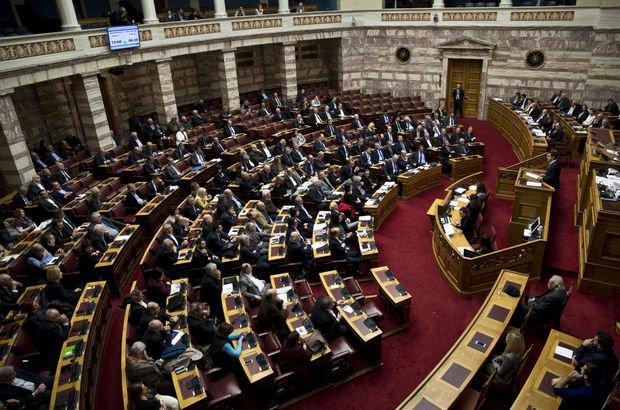"""Yunanistan'da yeni """"kemer sıkma"""" önlemleri meclisten geçti"""