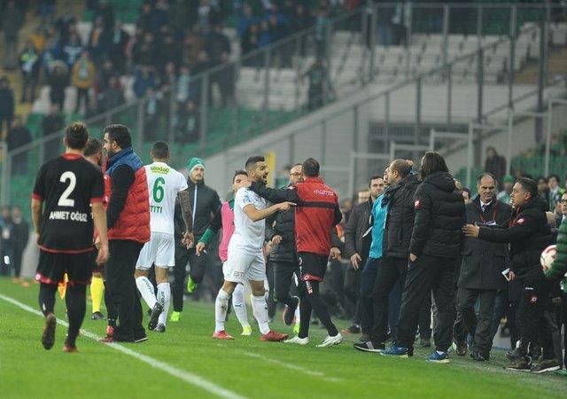 Bursaspor-Gençlerbirliği maçı sonrası ortalık karıştı