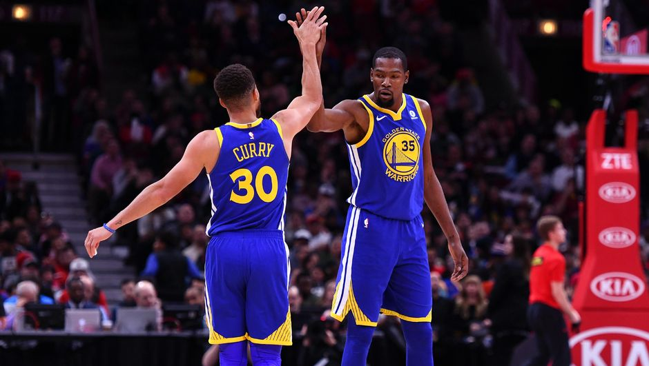 Golden State Warriors rekora doğru!