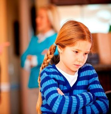Karne alan çocuğa nasıl yaklaşmak gerekiyor? Uzmanlar, karnede umduğunu bulamayan ailelerin olumsuz davranışlarının çocukta depresyon ve kaygı bozukluğuna yol açabileceğini söylüyor