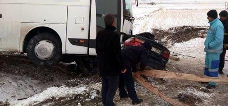 Kahramanmaraş'ta yolcu otobüsü ile otomobil çarpıştı