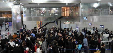 Atatürk Havalimanı'ndaki yoğunluk devam ediyor