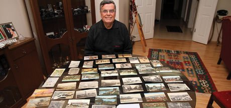 Asırlık kartpostallarını gözü gibi koruyor!