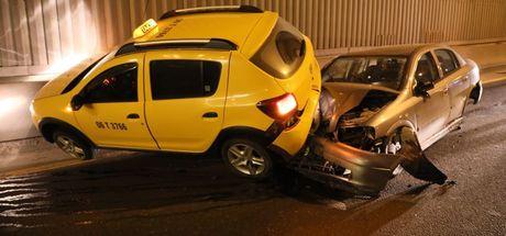 Yol ortasında duran alkollü sürücü kazaya neden oldu