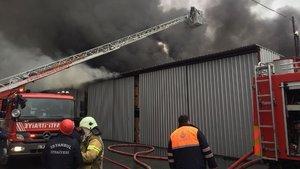 Maltepe'de fabrika yangını! Müdahale sürüyor